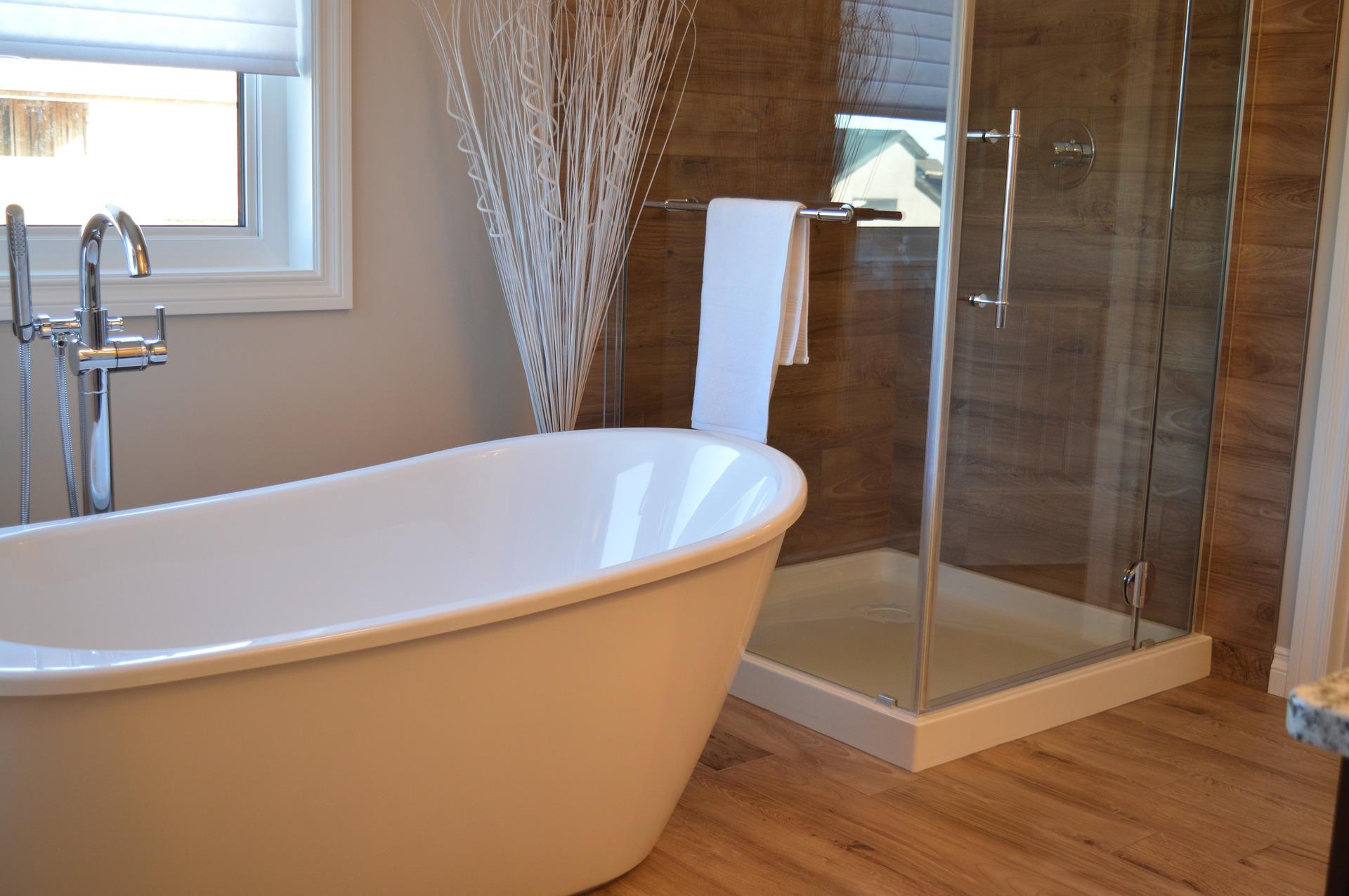 posare pavimento effetto legno in bagno