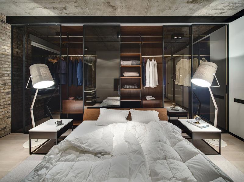 armadio dietro il letto