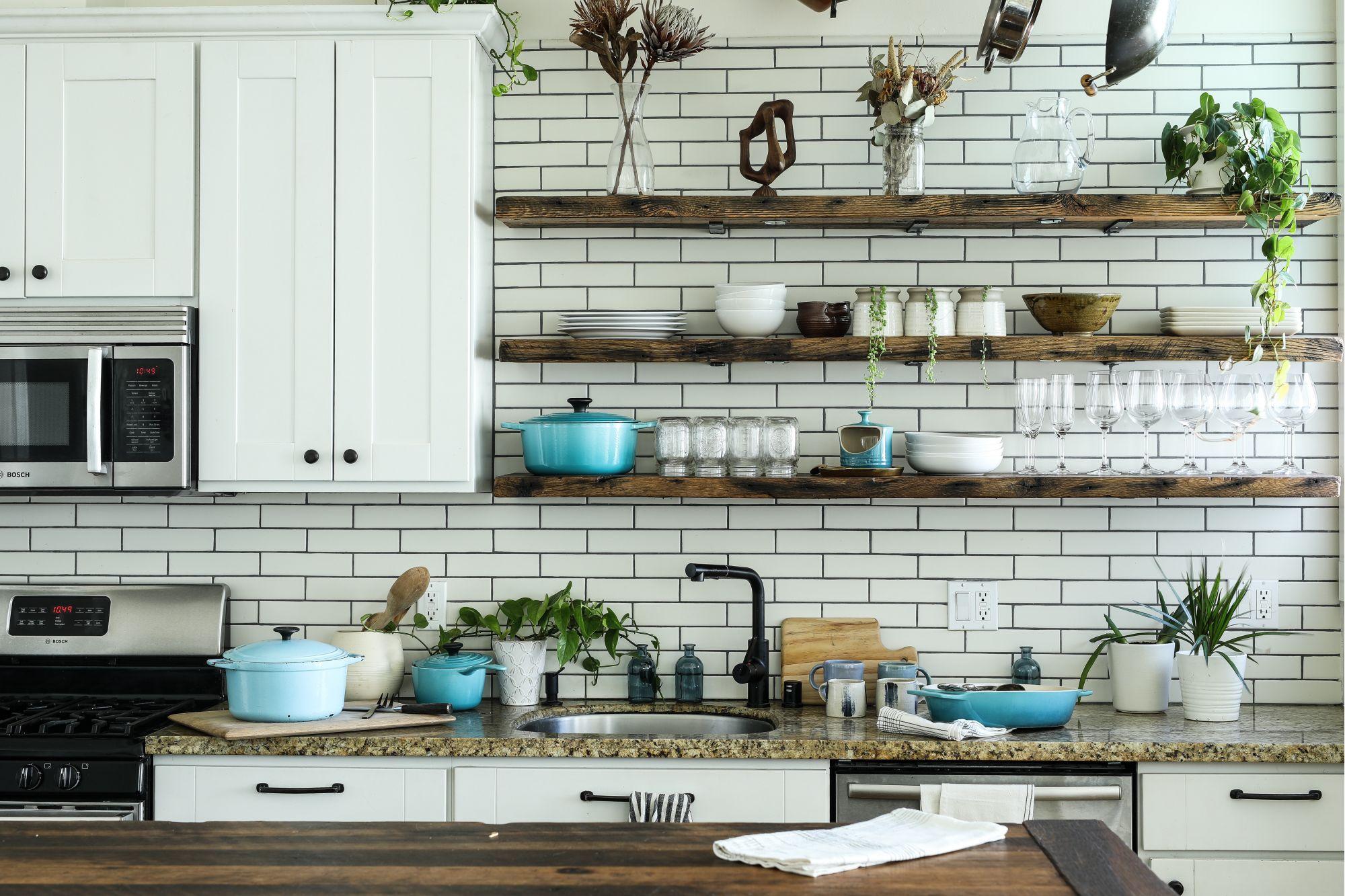 Cucina lineare di stile: materiali, colori, rifiniture
