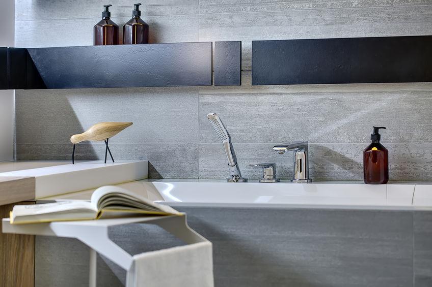 Come riprogettare un bagno dal design ricercato senza finestre