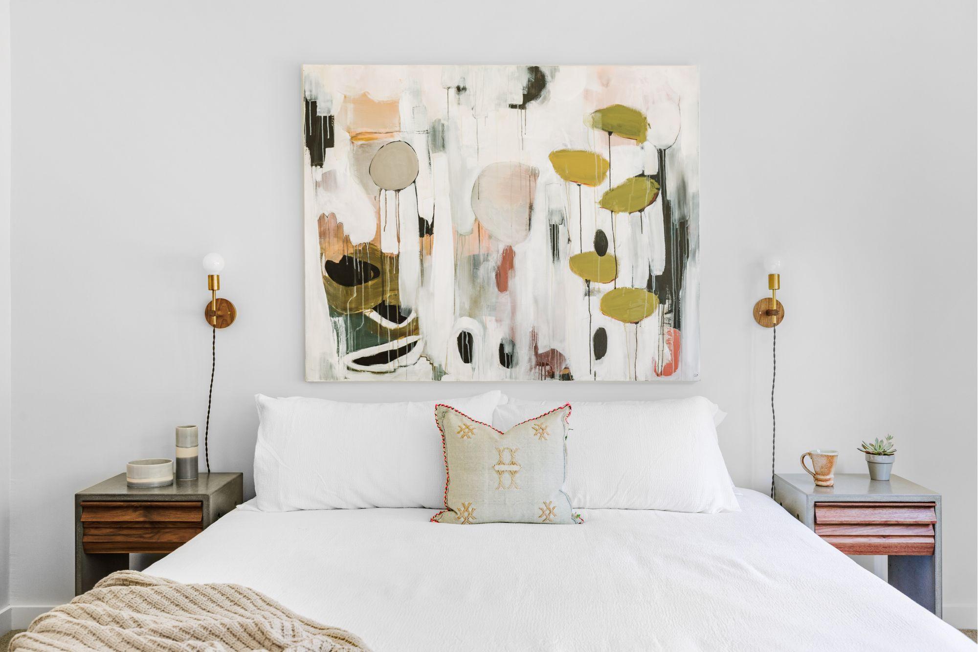 Cuscini in camera da letto: 5 materiali per il benessere e il riposo
