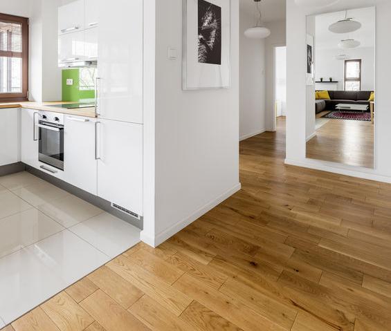 Pavimenti diversi per dividere le funzioni in casa