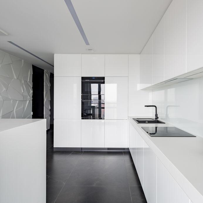 Paraschizzi in cucina in fenix bianco