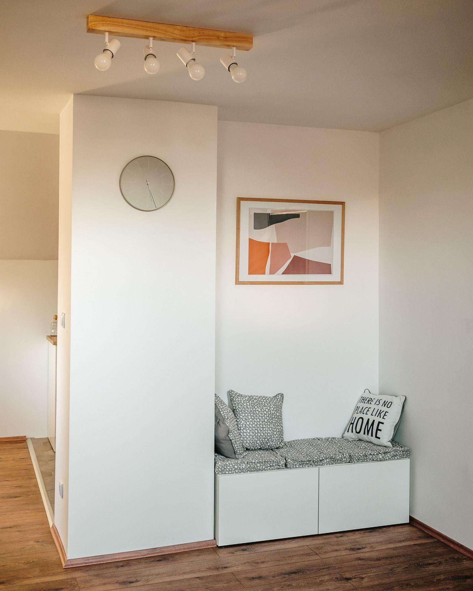 Corridoio: zona lettura nella nicchia