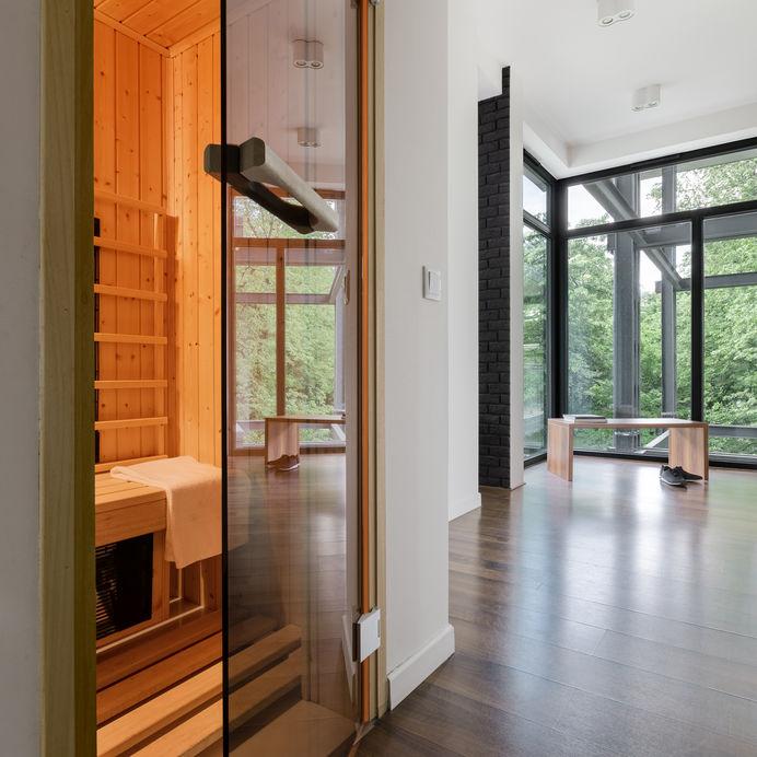Nicchia in corridoio: inserire una sauna in modo funzionale