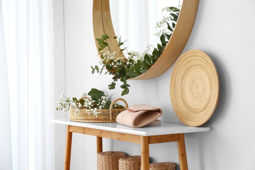 Arredare con uno specchio tondo e di stile