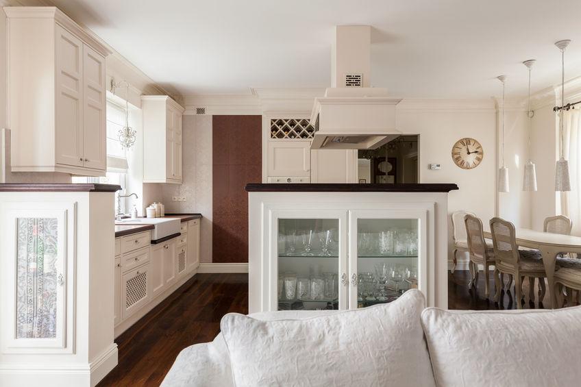 Credenza in cucina: bassa con geometria rigorosa