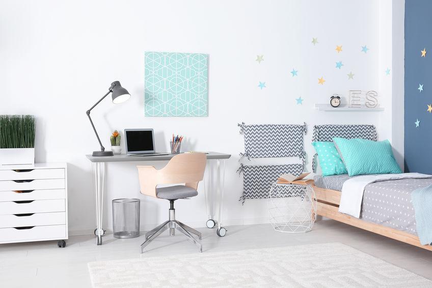 Scrivania e sedia ergonomica