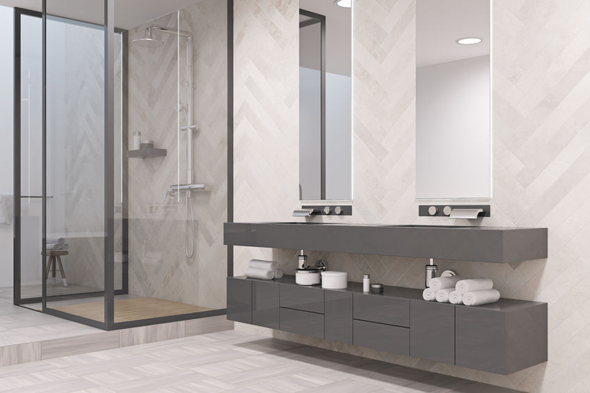 bagno moderno con gradino