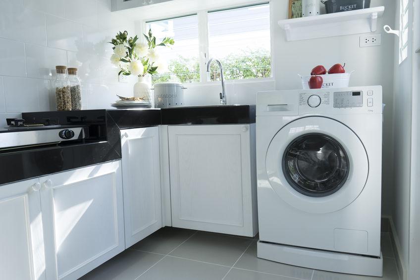 Lavatrice in cucina: esterna e pratica con oblò