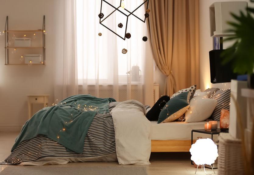 lampadario grande in camera da letto