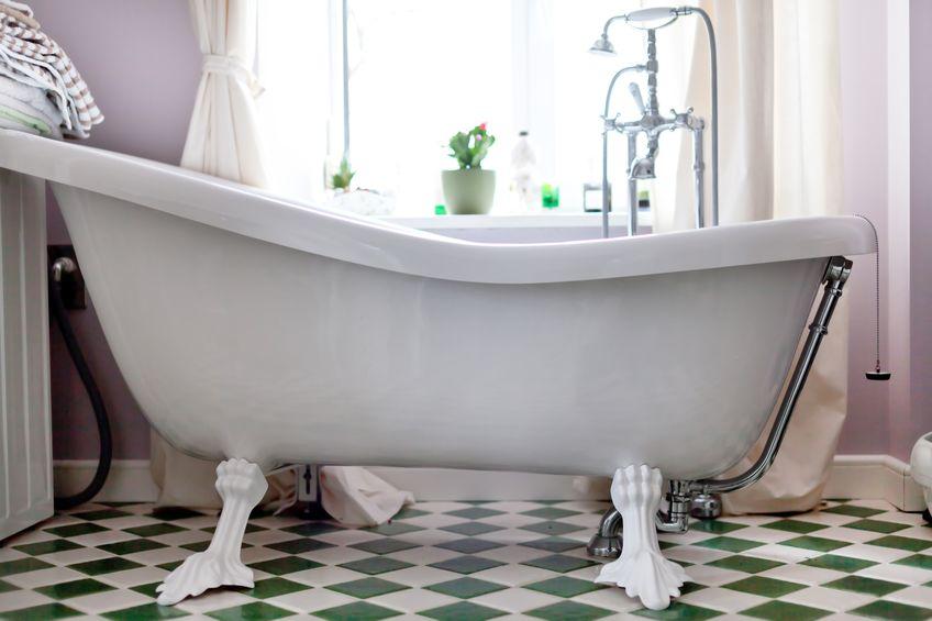 vasca da bagno con piedini in stile classico