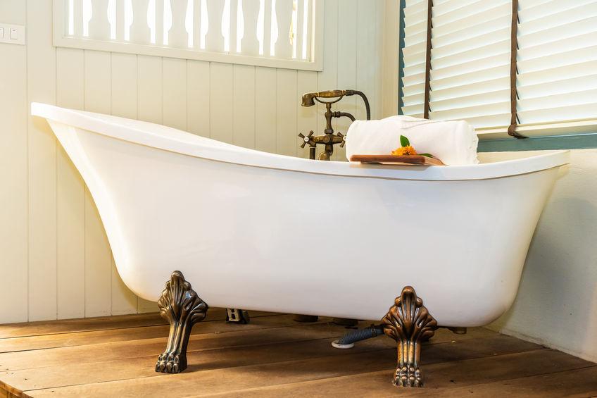 installazione vasca da bagno con piedini