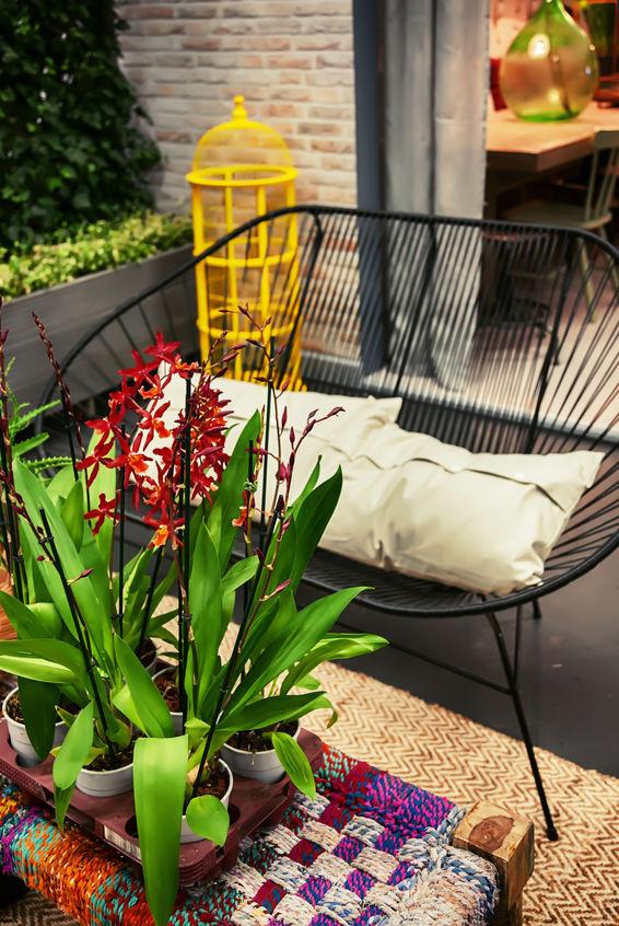 Arredare con i fiori un balcone di stile