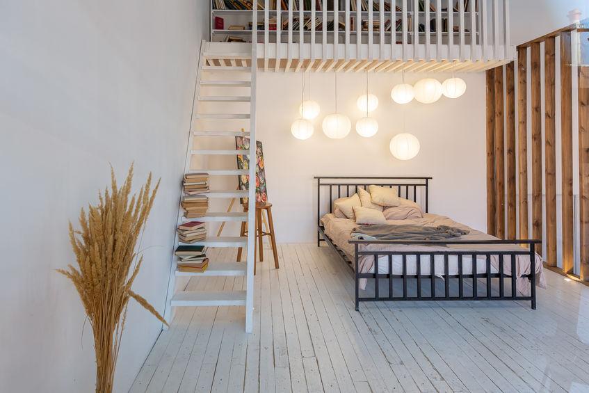 Pied-à-terre con soppalco in casa con libreria