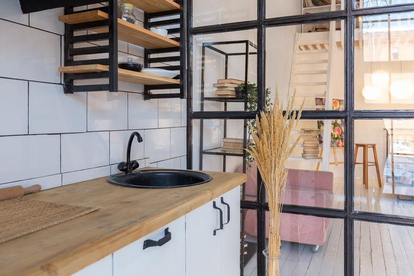 Pied-à-terre e cucina scandinava funzionale