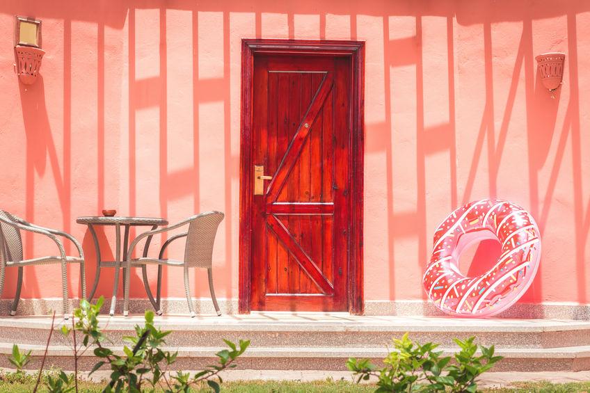esterno casa color corallo