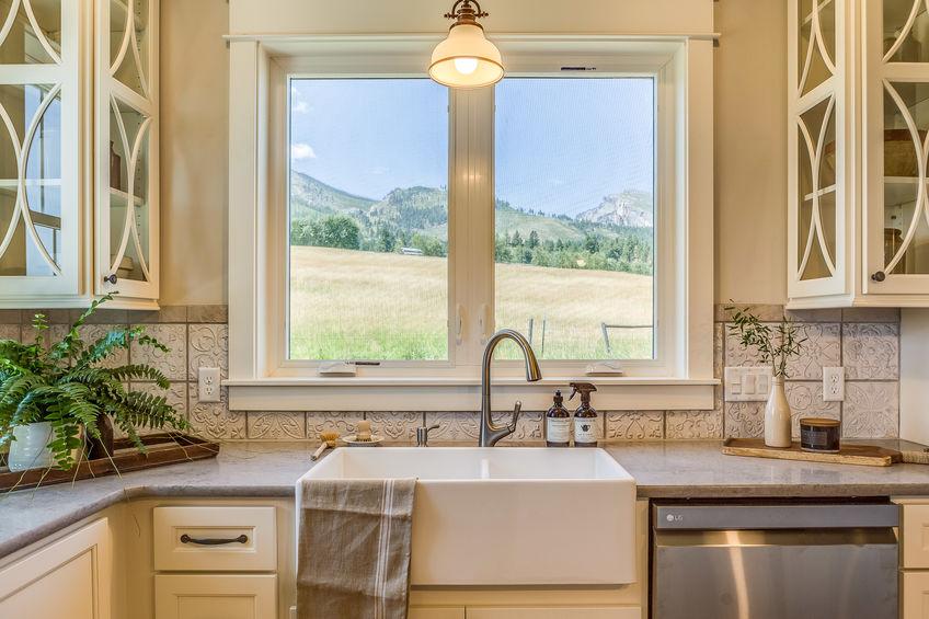 Arredare la cucina: lavello mono vasca in stile farmhouse