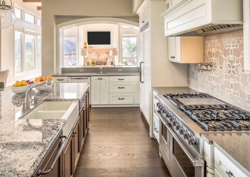 Farmhouse kitchen: piano cottura a gas