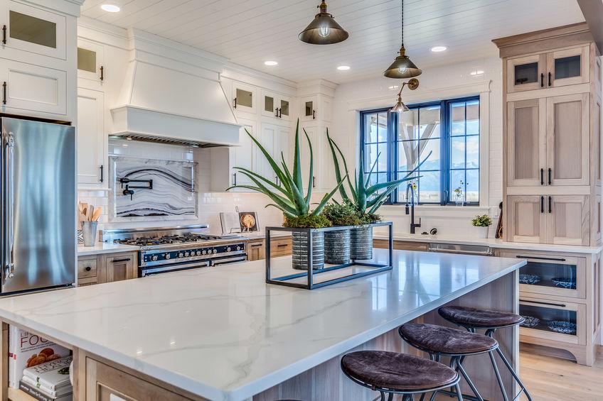 Isola in una farmhouse kitchen