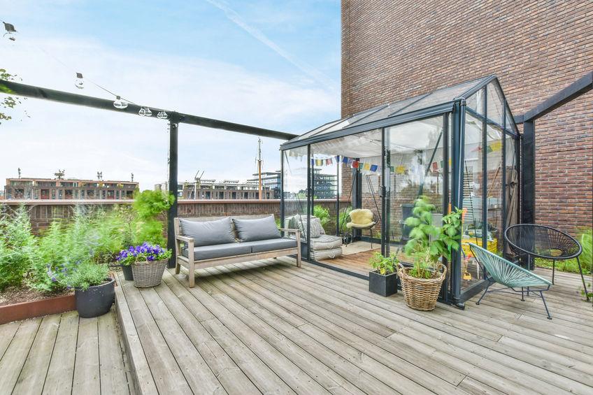 terrazza moderna e organizzata