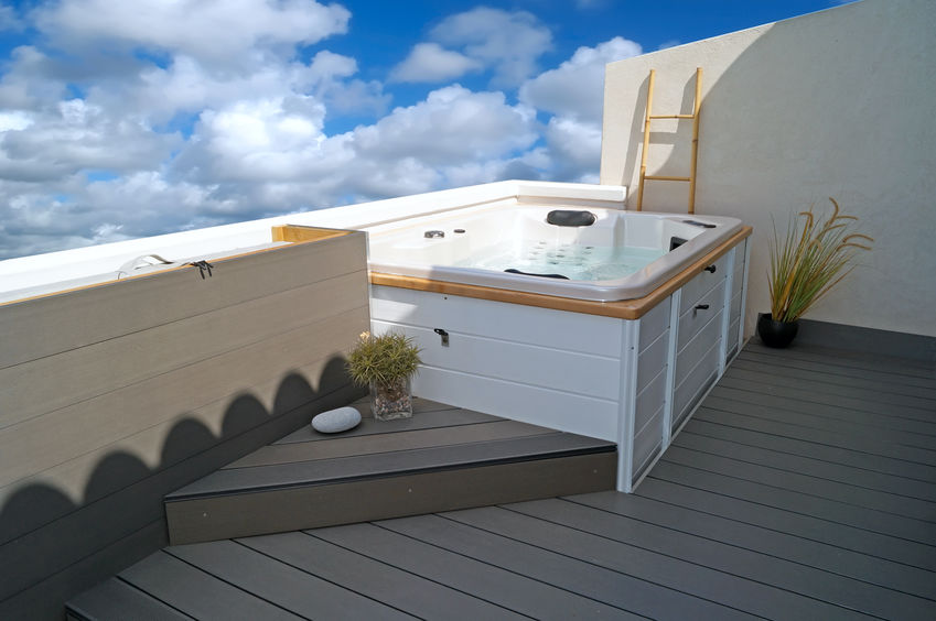 vasca idromassaggio in terrazzo