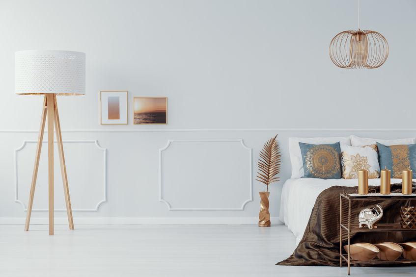 lampade dorate per la camera da letto