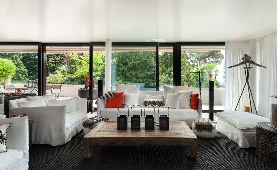 vetrate panoramiche con telai neri