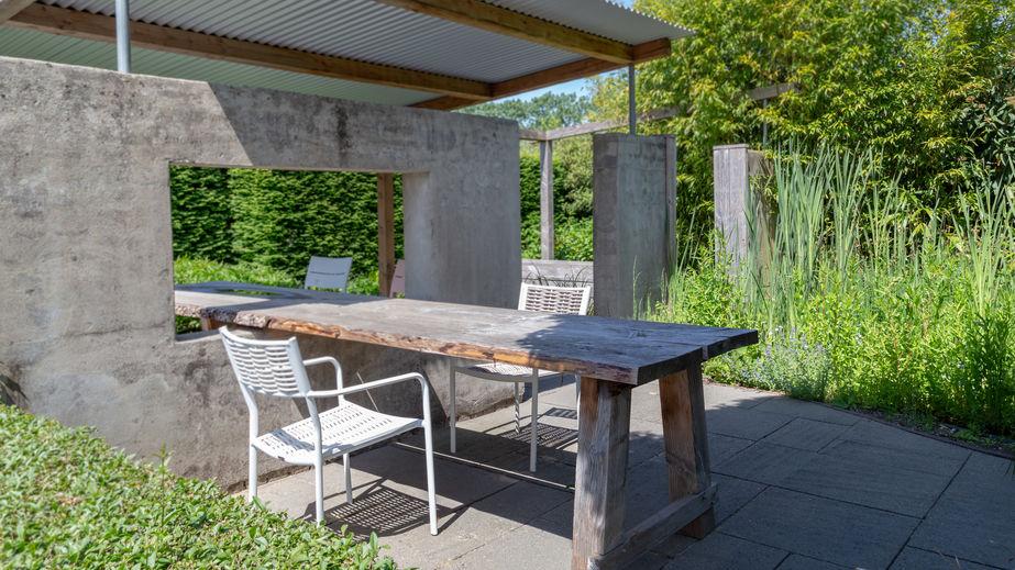 Tavolo da pranzo esterno: minimalista in legno di recupero