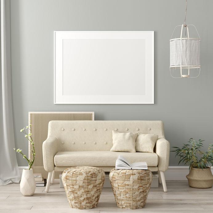 Arredare la parete dl divano con un grande quadro
