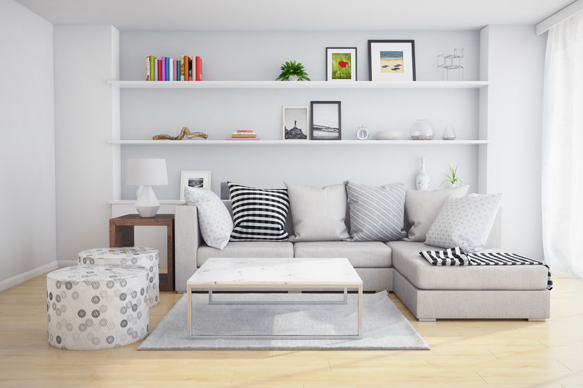 Arredare la parete del divano con mensole a sbalzo