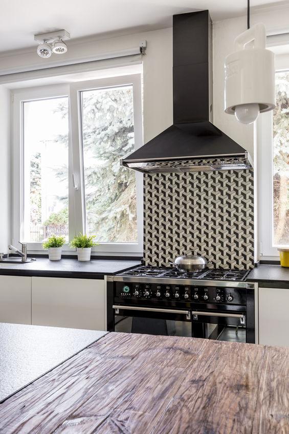 Elettrodomestici in nero: forno in cucina