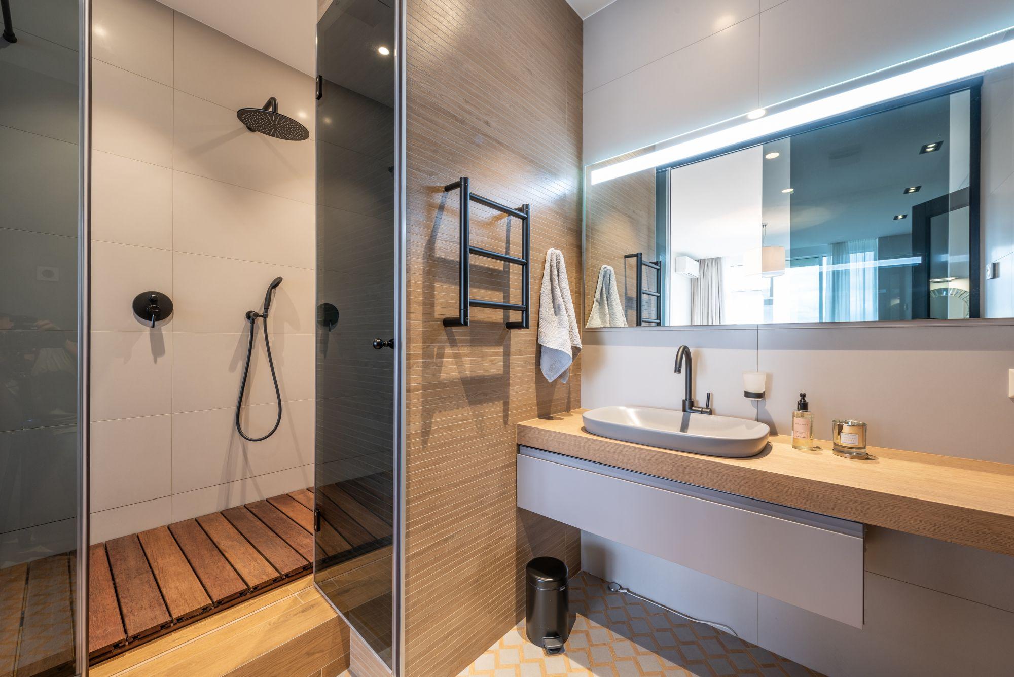 Arredo bagno: essenziale kit da lavandino