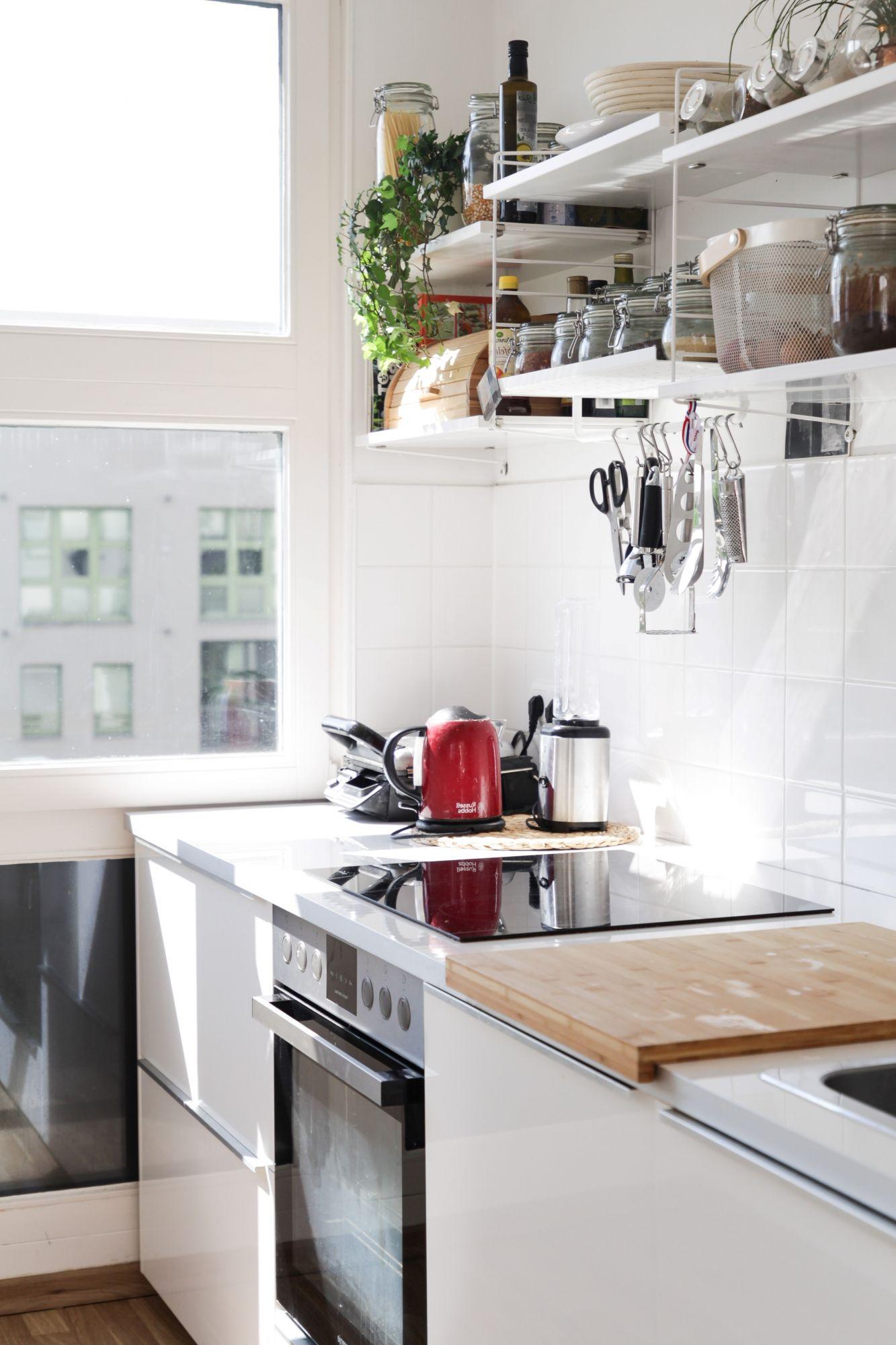 Accessori per la cucina: tagliere scorrevole sopra il lavandino