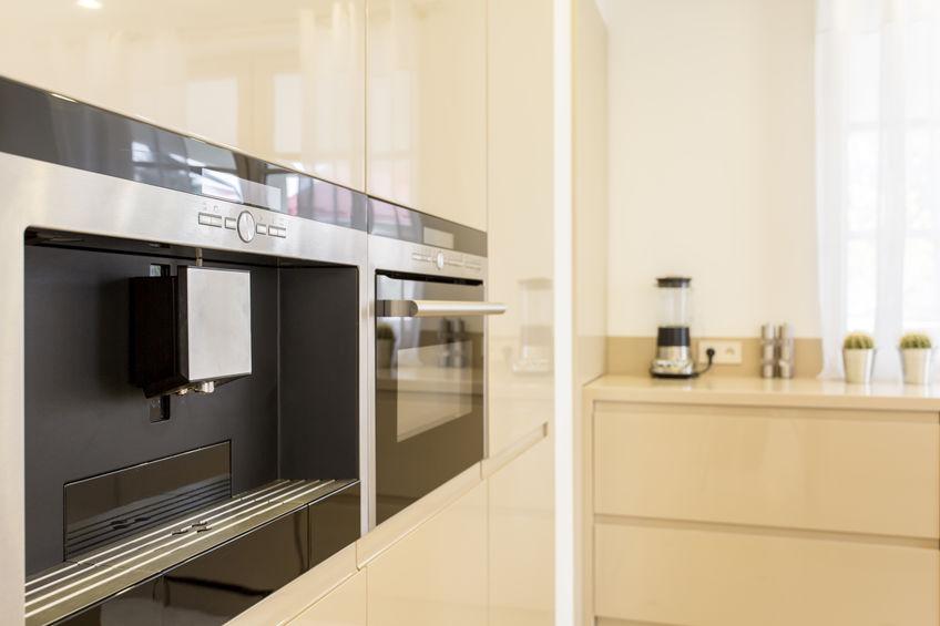 Accessori per la cucina: macchina del caffé integrata nei mobili