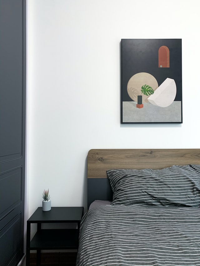 Arredare la camera da letto con testiera in legno bicolor