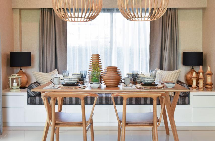 Dove mettere il tavolo da pranzo: sotto la finestra