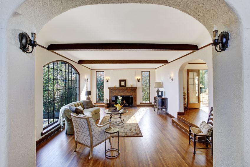 Travi a vista in legno per decorare casa