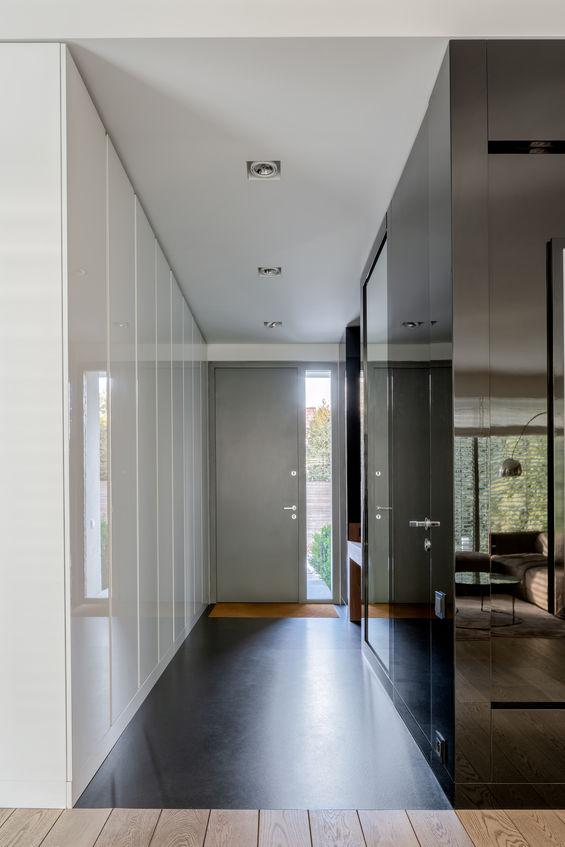 Come arredare ambienti lunghi e stretti: l'ingresso