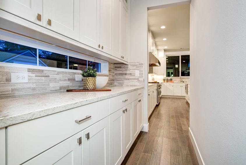 8 modi per arredare ambienti lunghi e stretti in casa
