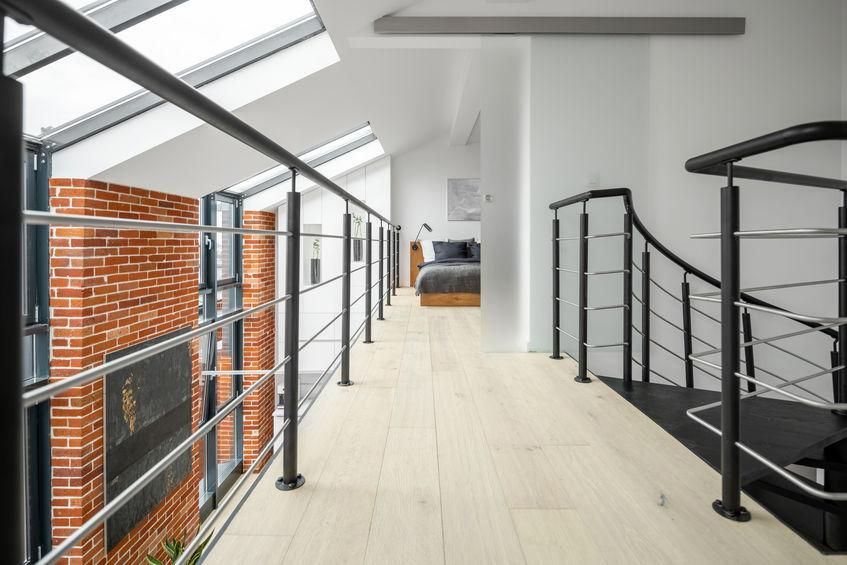 Loft in stile industriale: soppalco